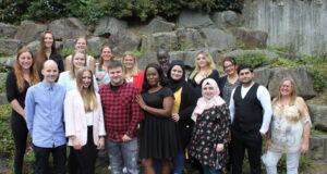15 Auszubildende der Akademie für Gesundheitsberufe am Städtischen Klinikum haben erfolgreich die Ausbildung abgeschlossen. (Foto: © Karin Morawietz)