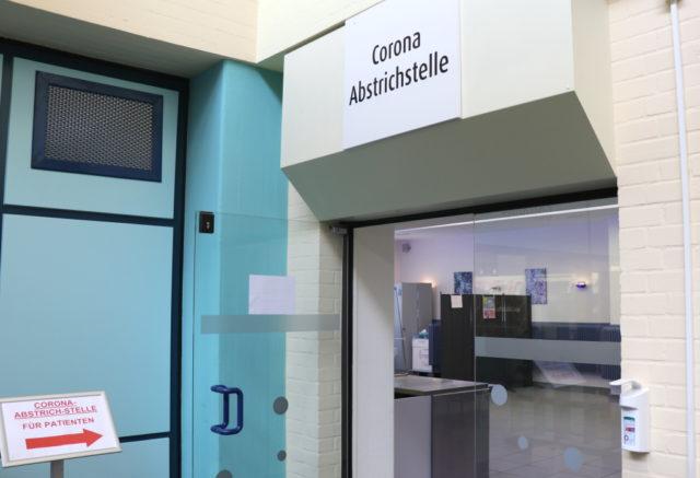 Die Corona-Abstrichstelle für Patienten im Klinikum Solingen. (Foto: © Bastian Glumm)