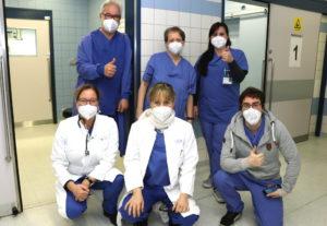 Das Impfteam des Klinikums um die beiden Arbeitsmedizinerinnen Dr. Jane Sturmfels (hockend, li.) und Dr. Stefanie Binus-Gifhorn . (Foto: © Bastian Glumm)
