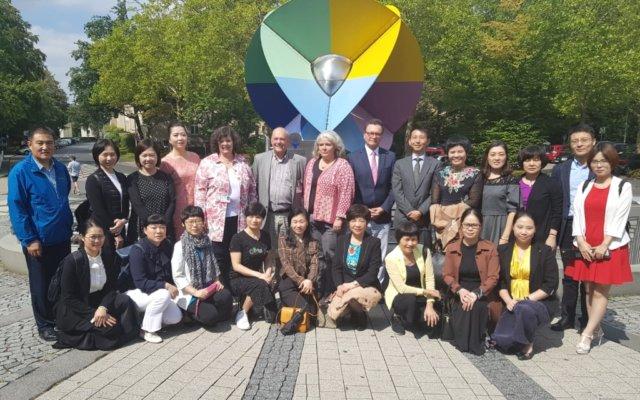 Eine chinesische Delegation aus 22 Krankenhausmanagern und Pflegedirektoren besuchte jetzt das Städtische Klinikum und die Altenzentren der Stadt Solingen. (Foto: © A. Bretzke/Klinikum)