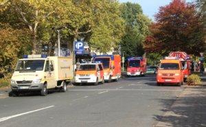 Rund 430 Rettungskräfte von Feuerwehr, Hilfsorganisationen und Katastrophenschutz rückten am Samstag zur Übung zum Klinikum aus. (Foto: © Bastian Glumm)