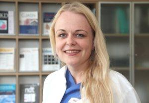 Ausra Paluckaite kam aus Litauen nach Deutschland und vor sieben Jahren ins Klinikum. Inwzischen ist sie Funktionsoberärztin der Klinik für Nephrologie und Allgemeine Innere Medizin. (Foto: © Bastian Glumm)