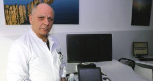 Dr. Ulrich Jaschke ist Leiter der Gefäßchirurgie im Klinikum Solingen. (Foto: © Bastian Glumm)