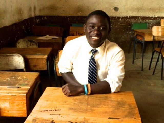 Steven Jacob Amunga ist 20 Jahre alt. Er kommt aus Kenia ins Klinikum, um an der Hüfte behandelt zu werden. Möglich macht das die Hilfsorganisation Vizazi-International. (Foto: © VIZAZI-International, D. Rappen)