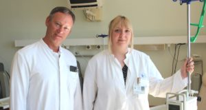 Seit dem 1. April verstärkt Dr. Sarah Moeller die Klinik für Gastroenterologie, Onkologie und Allgemeine Innere Medizin am Klinikum Solingen um Chefarzt Prof. Dr. Boris Pfaffenbach. (Foto: © B. Glumm)