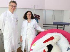 Dr. Sebastian Hentsch, Chefarzt der Klinik für Frauenheilkunde und Geburtshilfe am Klinikum Solingen, mit Oberärztin Dr. Melanie Benthin. (Foto: © Bastian Glumm)