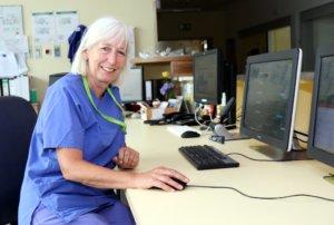 Seit 30 Jahren arbeitet Uta Naumann im Solinger Klinikum, seit zehn Jahren ist sie Stationsleiterin der internistischen Intensivstation. (Foto: © Bastian Glumm)