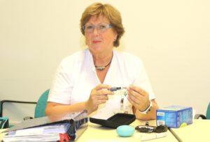 Ute Gladbach ist für die Pflege der Menschen mit Diabetes im Klinikum zuständig. Sie arbeitet bereits seit 13 Jahren im Haus, wo sie auch 1979 – 82 ihre Ausbildung durchlief. (Foto: © Bastian Glumm)