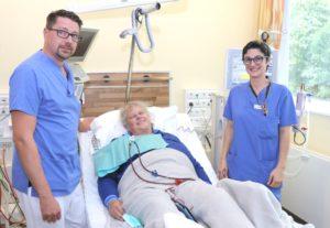 Arbeiten gut zusammen, sehr zur Freude der Patienten: Nahomi Elkaz und ihr Chef Thorsten Heider, der im Klinikum die Leitung der Dialyse innehat. (Foto: © Bastian Glumm)