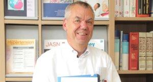 Professor Dr. Peter J. Heering, Chefarzt der Klinik für Nephrologie und Allgemeine Innere Medizin am Städtischen Klinikum Solingen, wird in der aktuellen Focus-Ärzteliste als einer von Deutschlands führenden Bluthochdruckspezialisten empfohlen. (Foto: © Bastian Glumm)