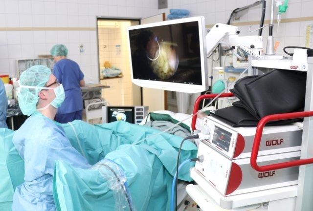 Die technische Ausstattung der Klinik für Urologie und Kinderurologie am Klinikum Solingen ist hochmodern. 2018 hat man in der Abteilung rund 2.700 Fälle insgesamt gezählt. (Foto: © Bastian Glumm)