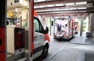 Klinikum Solingen: Rettungswagen vor dem Schockraum der Zentralen Notfallambulanz (ZNA). (Archivfoto: © Bastian Glumm)