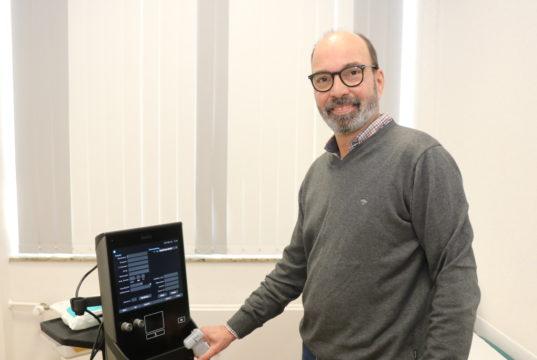 Dr. Knut Seiffert ist Experte für Fuß- und Gelenkchirurgie. Er ist Teil des Teams der Chirurgisch-Orthopädischen Gemeinschaftspraxis an der Birkerstraße. (Foto: © Bastian Glumm)