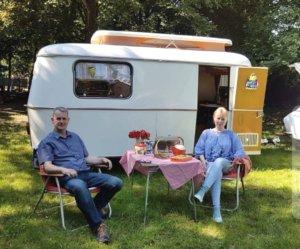 """Vom """"Lebensgefühl Camping"""" berichteten Miriam und Thomas Gatawetzki-Köppchen am vergangenen Sonntag beim Open-Air-Gottesdienst in Widdert. (Foto: © Kristina Ziegenbalg)"""