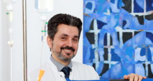 Dr. Mustafa Kondakci leitet seit kurzer Zeit das Department für Onkologie und Hämatologie an der Solinger St. Lukas Klinik. (Foto: © Uli Preuss/Kplus Gruppe)