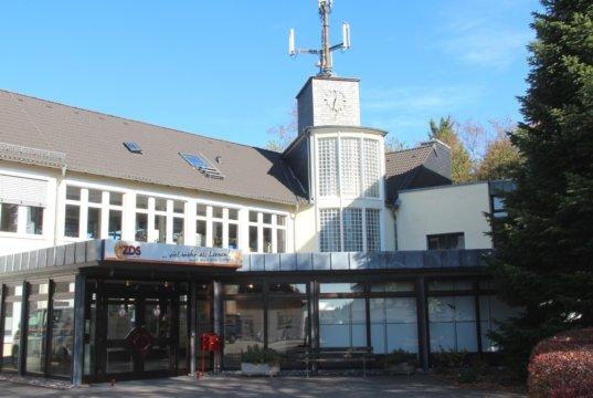 Die Zentralfachschule der deutschen Süßwarenwirtschaft (ZDS) in Gräfrath an der De-Leuw-Straße. (Archivfoto: © Bastian Glumm)