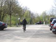 Die Korkenziehertrasse verläuft über den Parkplatz des Kunstmuseums. Sie quert die Wuppertaler Straße, dort wird jetzt unter anderem die Ampelanlage ausgebessert. (Foto: © Bastian Glumm)