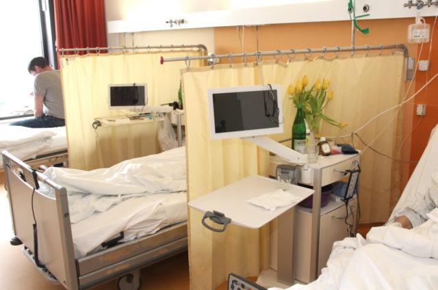 Besuche von Patientinnen und Patienten in den drei Solinger Krankenhäusern - Städtisches Klinikum, St. Lukas Klinik und Lungenfachkrankenhaus Bethanien -waren aufgrund der Corona-Krise deutlich eingeschränkt. (Archivfoto: © Bastian Glumm)