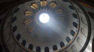 …der kann bei günstigem Lichteinfall die Intention der mittelalterlichen Erbauer der Kuppel über dem Grab Christi erahnen. (Fotos (2): © Bastian Glumm)