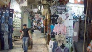 Die Via Dolorosa führt weiter durch die arabisch-orientalischen Souks in Richtung Grabeskirche. (Foto: © Bastian Glumm)