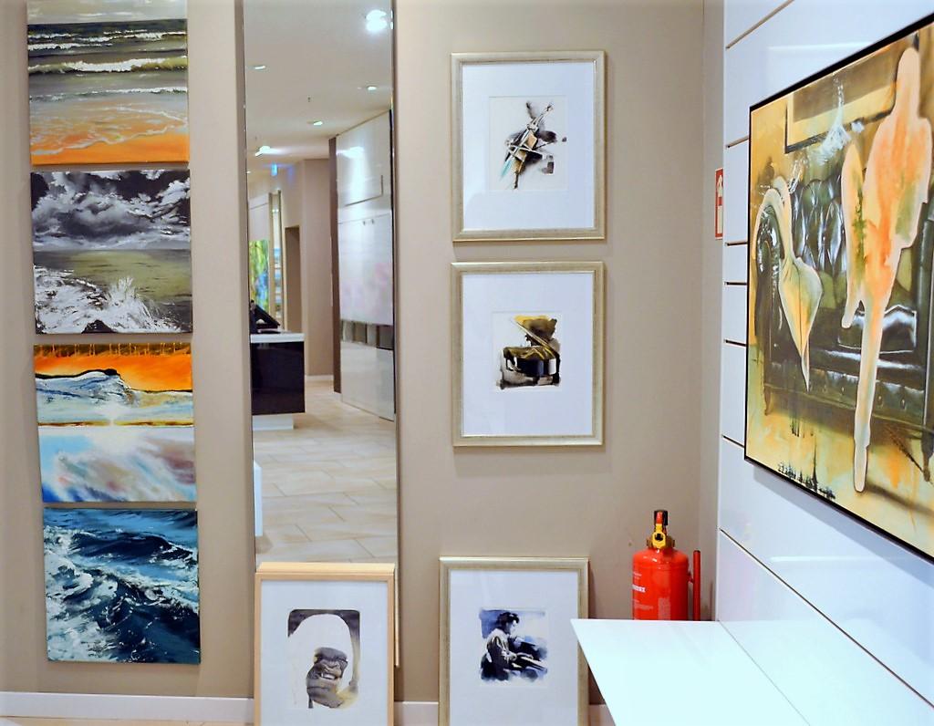 Andre Peer malt gerne in Serie. Die vier Meere waren auch bereits in Hongkong ausgestellt. (Foto: © Martina Hörle)