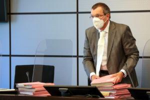 Den Vorsitz der Schwurgerichtskammer führt der Vorsitzende Richter am Landgericht Jochen Kötter. (Foto: © Bergische Blaulichtnews/Oelbermann)