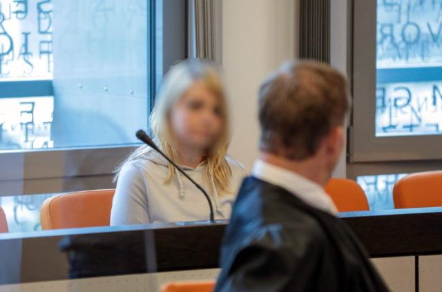 Die angeklagte Solingerin (28) schweigt zu den Mordvorwürfen. Sie soll im September 2020 fünf ihrer sechs Kinder ermordet haben. (Foto: © Bergische Blaulichtnews/Oelbermann)