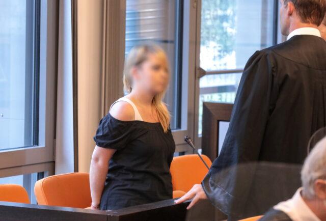 Eine Solingerin muss sich vor dem Landgericht Wuppertal verantworten. Der 28-Jährigen wird vorgeworfen, im September 2020 fünf ihrer sechs Kinder in der Wohnung in der Hasseldelle ermordet zu haben. (Foto: © Bergische Blaulichtnews/Oelbermann)