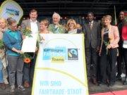 """Im Zuge des 17. internationalen Kultur- und Umweltfestes """"Leben braucht Vielfalt"""" wurde Solingen am Samstagnachmittag als """"Fairtrade-Town"""" ausgezeichnet. (Foto: © Bastian Glumm)"""