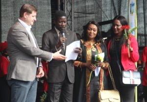 """Bürgermeister Talla Sylla kam mit einer Delegation aus Solingens senegalesischer Partnerstadt Thiés in die Klingenstadt und zum Fest """"Leben braucht Vielfalt"""". (Foto: © Bastian Glumm)"""