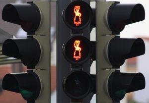 """Die """"Lieferfrauenampel"""" befindet sich auf der Brücke Grünewalder Straße, unweit des Bahnhaltepunktes und des Zwillingwerkes. (Foto: © Stadt Solingen)"""