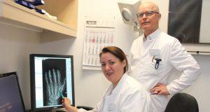 Handchirurgin Anne Brüske verstärkt das Team um Dr. Markus Meibert, Chefarzt der Chirurgie in der St. Lukas Klinik. (Foto: © Bastian Glumm)