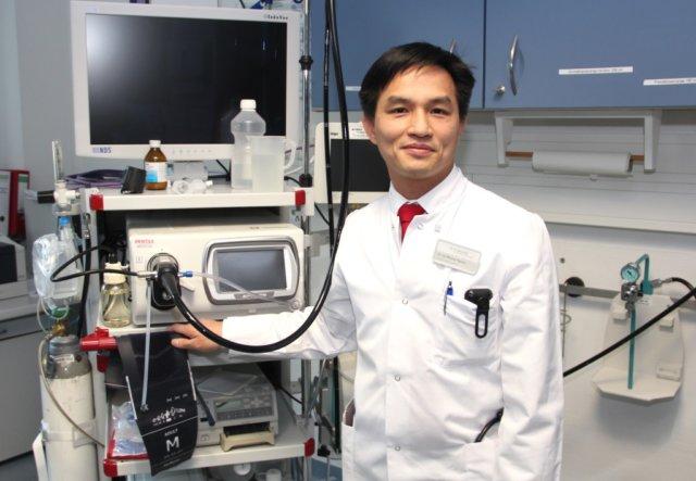 Seit Dr. Gia Phuong Nguyen vor zwei Jahren als Chefarzt der Inneren Medizin mit den Schwerpunkten Gastroenterologie und Kardiologie an die St. Lukas Klinik kam, wird das Konzept der Viszeralmedizin umgesetzt. (Archivfoto: © Bastian Glumm)