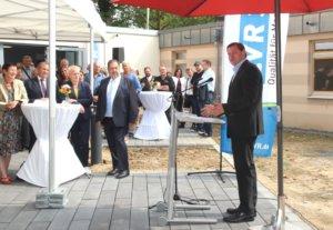Oberbürgermeister Tim Kurzbach (re.) äußerte am Dienstag die Hoffnung, dass mit der neuen Klinik der Depression auch etwas das gesellschaftliche Stigma genommen werden kann. (Foto: © Bastian Glumm)