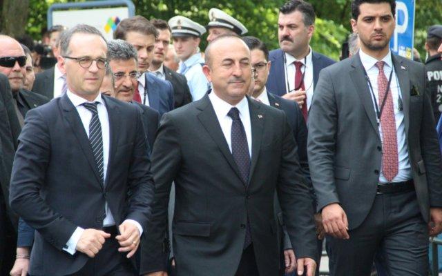 Der türkische Außenminister Mevlüt Çavuşoğlu und sein deutscher Amtskollege Heiko Maas sind am Mittwochnachmittag in Solingen eingetroffen. (Foto: © Bastian Glumm)