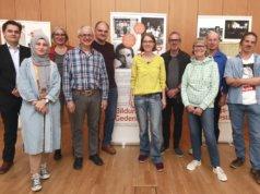 """Gründungsvorstand des Vereins """"Bildungs- und Gedenkstätte Max-Leven-Zentrum Solingen"""": v.l. René Höltken (Schatzmeister), Hatice Sahin (Beisitzerin), Dr. Ilka Werner (2. Vorsitzende), Dr. Horst Sassin (Schriftführer), Jürgen Regneri (Beisitzer), Daniela Tobias (Vorsitzende), Holger Kahle (Beisitzer), Ulli Becker (Beisitzerin), Dietmar Gaida (Beisitzer) und Uwe von Massenbach (Beisitzer). (Foto: © Hans-Werner Bertl)"""