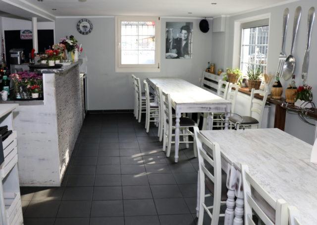Noch bleiben Tische und Stühle der Innengastronomie leer. Wie geht es weiter mit Solingens Restaurants in der Corona-Krise? (Symbolfoto: © Bastian Glumm)