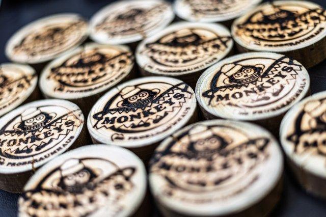 Monkey-Taler heißt die neue Währung, die die Solinger Jugend- und Kultureinrichtung kürzlich einführte, um Unterstützer zu gewinnen. (Foto: © Benedikt Hahn)