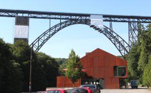 Im Oktober feiert die Müngstener Brücke ihren 120. Geburtstag. Dann findet dort anlässlich der Welterbe-Bewerbung ein europäischer Fachkongress - und das Brückenfest - statt. (Foto: © B. Glumm)