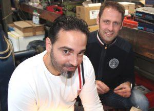 Bei der Firma NTS wird alles per Hand hergestellt. Inhaber Marcus Nied (re.) mit seinem Mitarbeiter Alessandro Bosco. (Foto: © B. Glumm)