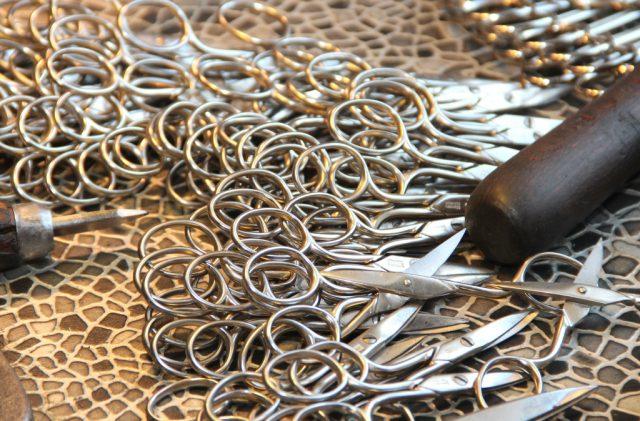 Auf Herstellung und Vertrieb von Scheren für jeden denkbaren Bereich haben sich die