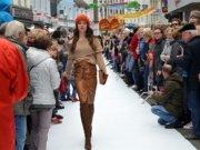 Nach dem großen Erfolg von 2017, als sich besonders die Straßen-Modenschau als Besuchermagnet erwies, verfeinert die OWG das Konzept der interaktiven Modenschau: Mode verbindet Generationen und Nationen, und alle können mitmachen. (Archivfoto: © Martina Hörle)