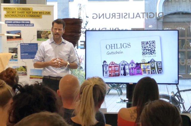 Händler-Schulung in Ohligs mit Patrick Koch von der Firma Stadtguthaben. (Foto: © OWG)