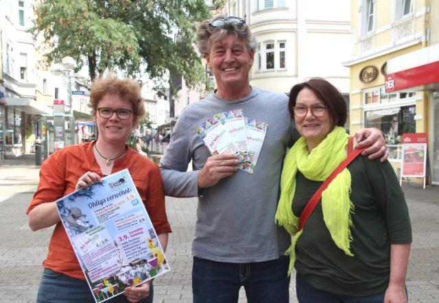 Freuen sich auf das Verwöhnwochenende vom 1. bis zum 3. September in Ohligs: v.li. OWG-Sprecherin Frauke Pohlmann, Timm Kronenberg vom City-Art-Project und OWG-Vorsitzende Brigitte Kiekenap. (Foto: © B. Glumm)