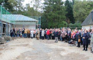 Zahlreiche Gäste kamen am Freitag zum neuen Standort des Palliativen Hospizes. Dort wurde Richtfest gefeiert. (Foto: © B. Glumm)