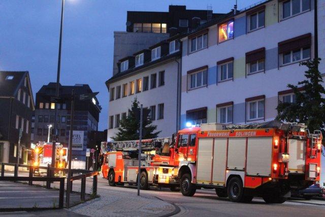 Zu einem Brandeinsatz rückte die Feuerwehr am Donnerstagabend in die City aus. In einem Spielcasino an der Peter-Knecht-Straße brannte ein Handtrockner. (Foto: © Das SolingenMagazin)