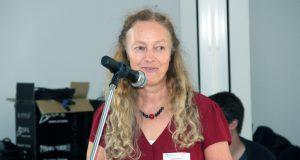 Susanne Ernst vom Vorstand der Pflege- und Adoptivelterninitiative Solingen freute sich am Samstag über viele Besucher in den Räumen des Paritätischen Wohlfahrtsverbands an der Weyerstraße. (Foto: © B. Glumm)