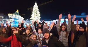Gruppenbild mit (fast) allen Teilnehmern der Volksbank-Fahrt: die Vorweihnachts-Tour ins Phantasialand begeisterte alle. (Foto: © Volksbank)