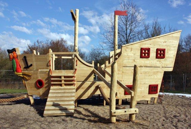 Wenn am 15. April im Bärenloch das Piratenfest steigt, dürfen die Kids natürlich auch das neue Piratenschiff bespielen. (Foto: © Jürgen Knecht/Volldampf für Kinder e.V.)