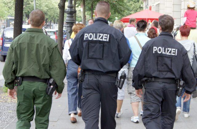 NRW-Innenminister Ralf Jäger (SPD) forderte die Kommunen dazu auf, alle Weihnachtsmärkte auf den Faktor Sicherheit hin zu überprüfen. Solingen hat bereits reagiert. (Symbolfoto: B. Glumm)